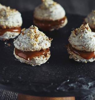 rustic fleur de sel caramel macarons